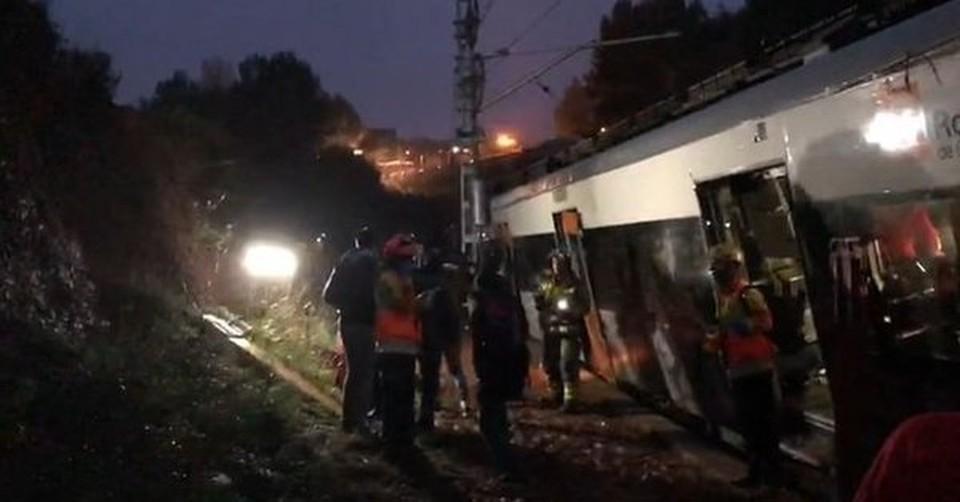 Число пострадавших при аварии поезда в Каталонии возросло до 44.