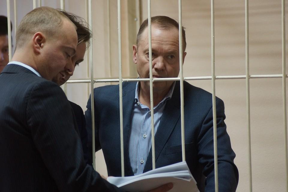 На суд депутат пришел с запозданием