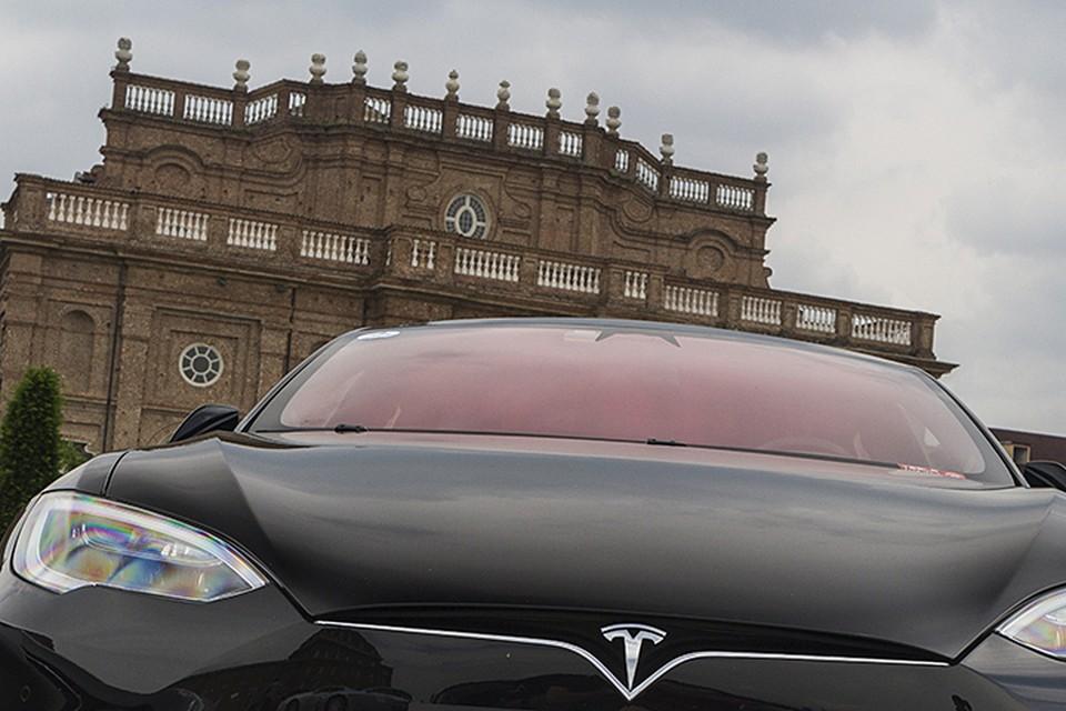 На сигналы съехать на обочину водитель Tesla не отреагировал