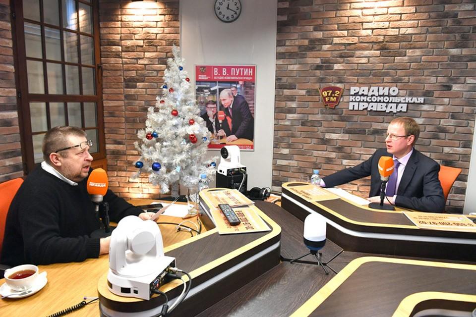 Губернатор Алтайского края Виктор Томенко (на фото справа) в гостях у Радио «Комсомольская правда»