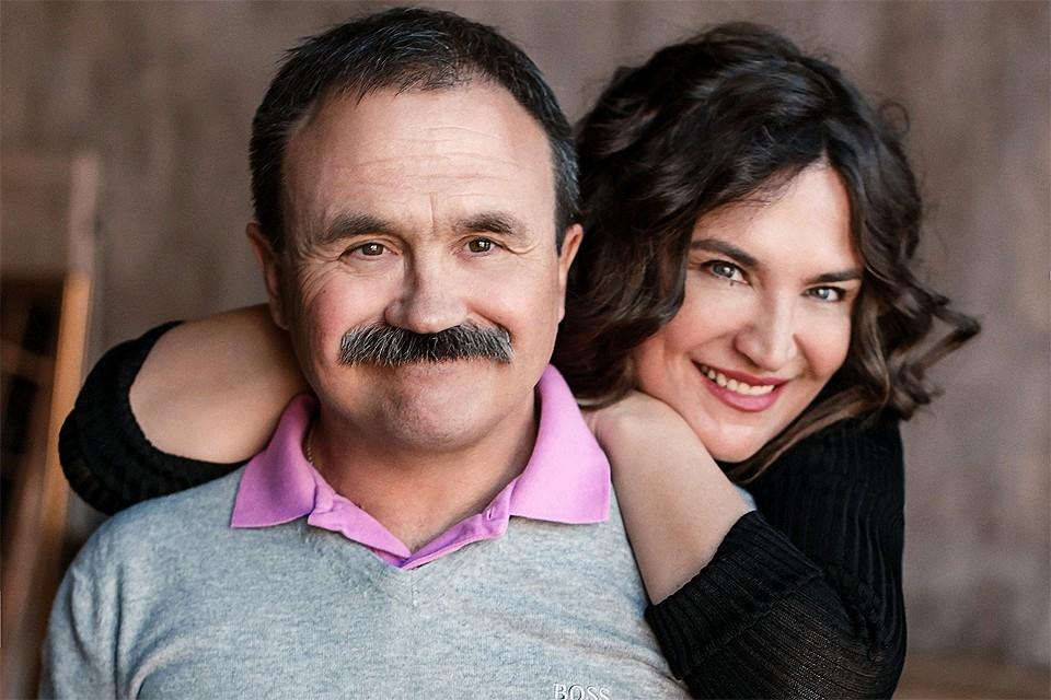 Писатели Анна и Сергей Литвиновы.