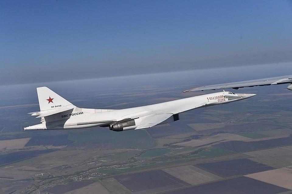 Российский стратегический ракетоносец Ту-160