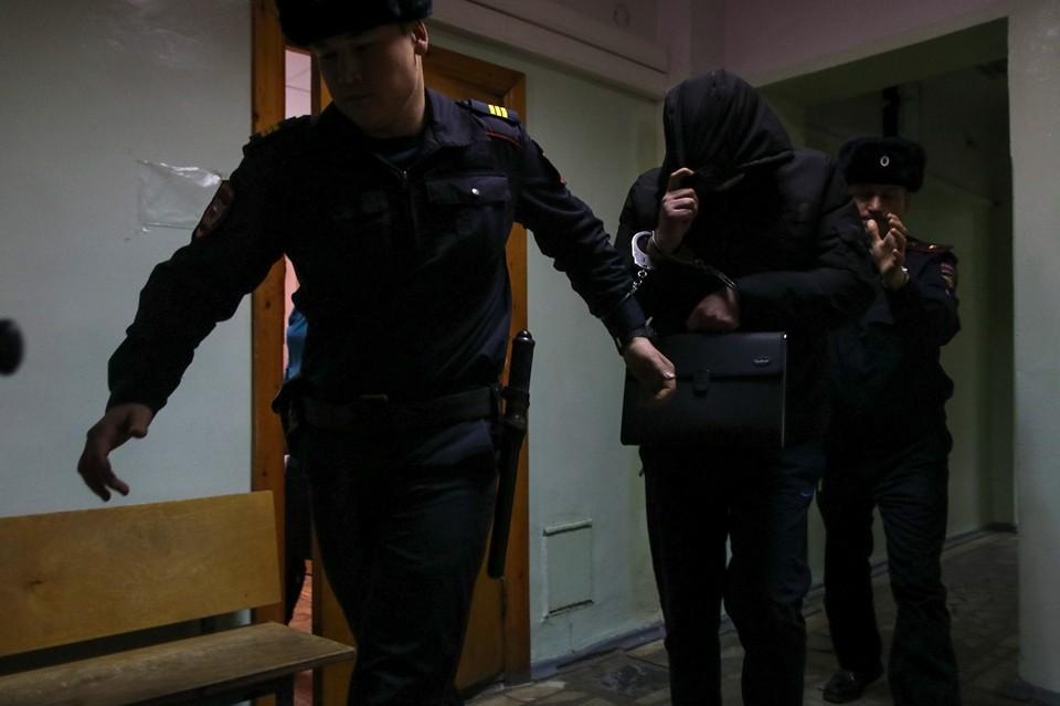 Павла Яромчука заводят в здание суда