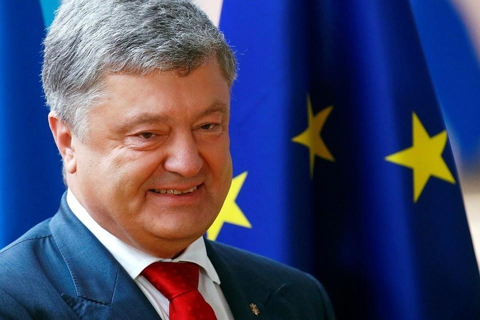 Петр Порошенко отметил военное положение в стране
