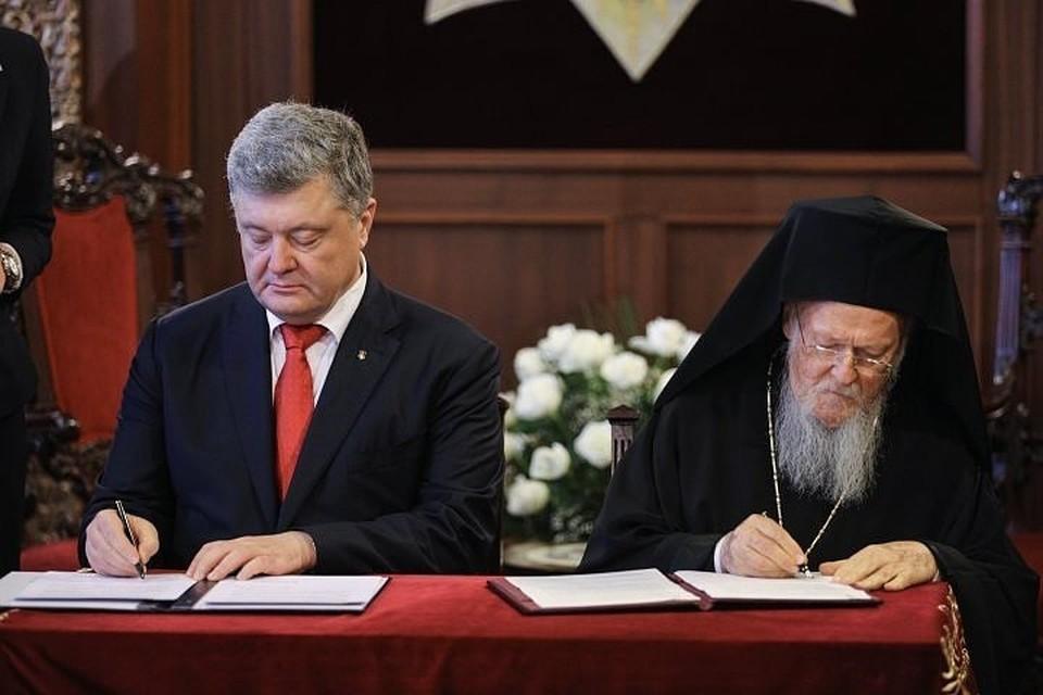 Стала известна часть соглашения, которое подписали 3 ноября в Стамбуле занимающий пост президента Украины Петр Порошенко и глава местного патриархата Варфоломей