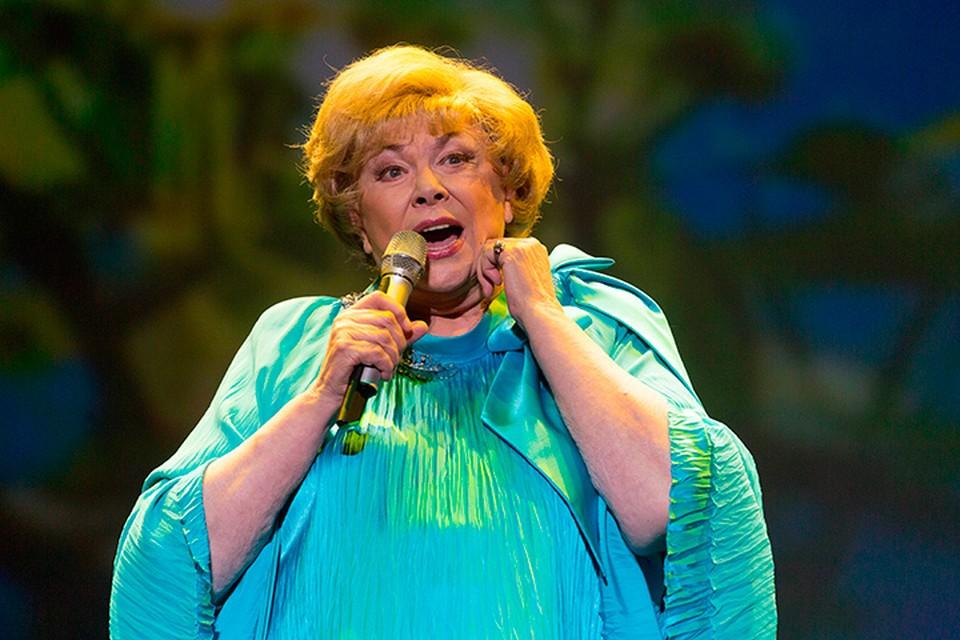 «Комсомолка» расспросила легендарную артистку о ее самых ярких новогодних праздниках.