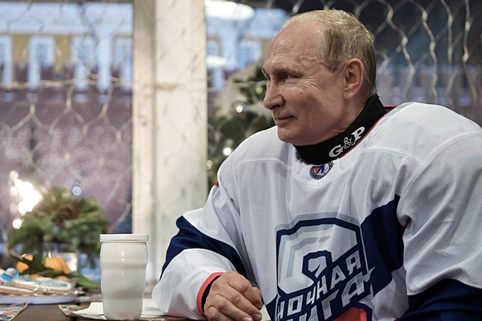Президент традиционно играет вместе с ветеранами отечественного хоккея в составе команды Ночной хоккейной лиги