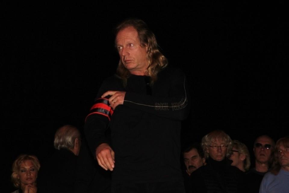 Крис Кельми на похоронах Александра Барыкина