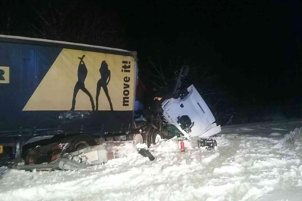 Пассажирский поезд и грузовик столкнулись в Словакии. Фото: Prezídium Hasičského a záchranného zboru