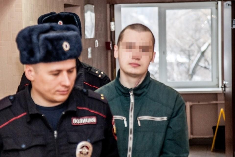 В отличие от другого подростка, Алексей Б. не закрывал в суде лицо маской.