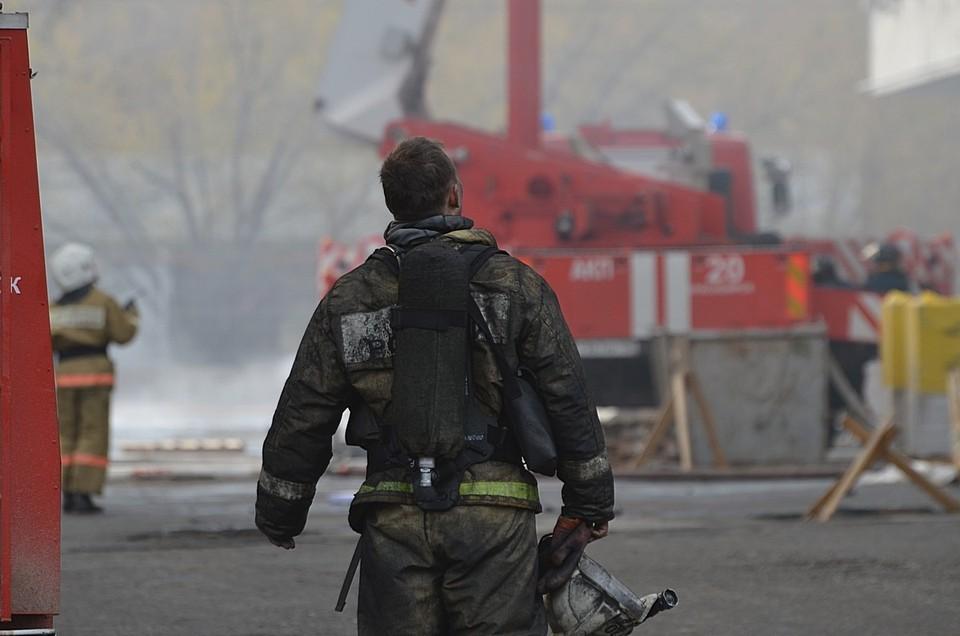 Спасатели эвакуировали 26 человек из горящего ресторана «Свинья и бисер»