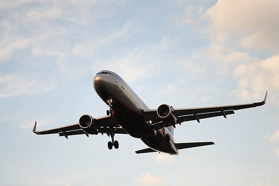 Один из пассажиров самолета уже после того, как лайнер набрал высоту, потребовал развернуть его и взять курс на Афганистан
