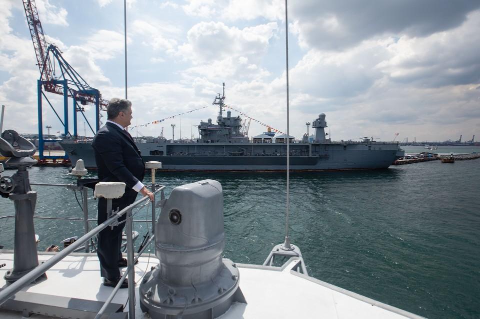 Президент Украины Петр Порошенко на военных учениях в Одессе