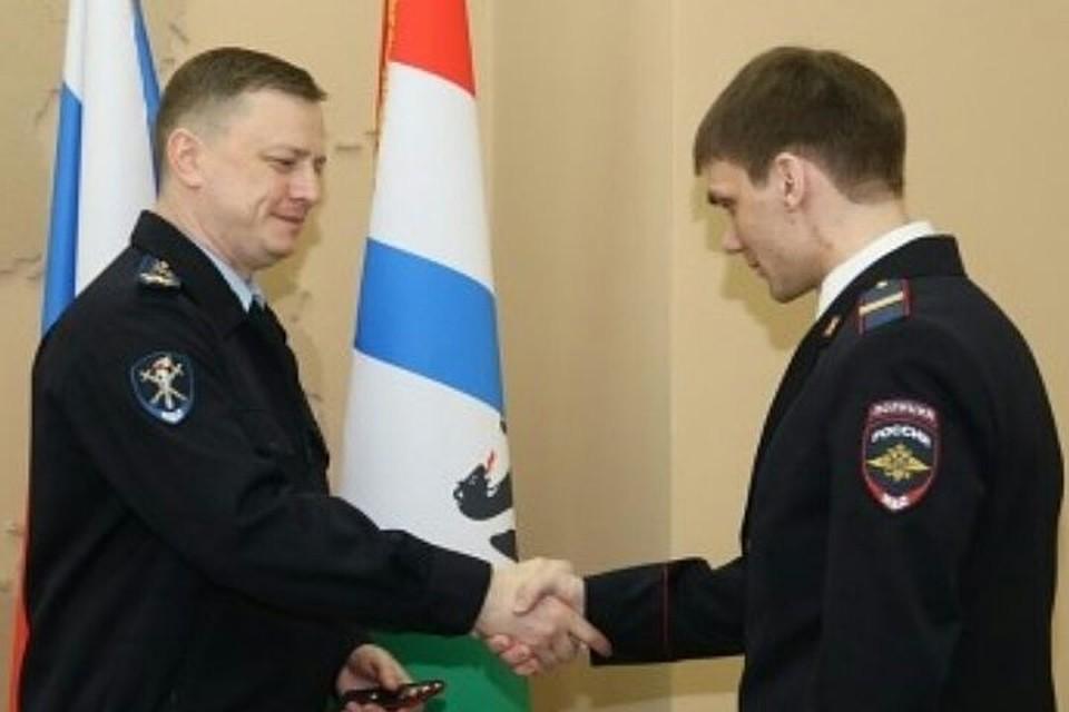 pyanie-ukrainskie-telki-v-forme-militsii-domashnee-porno