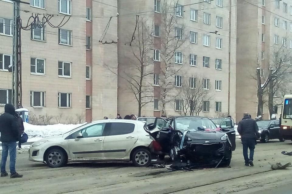 Машина с женихом попала в аварию