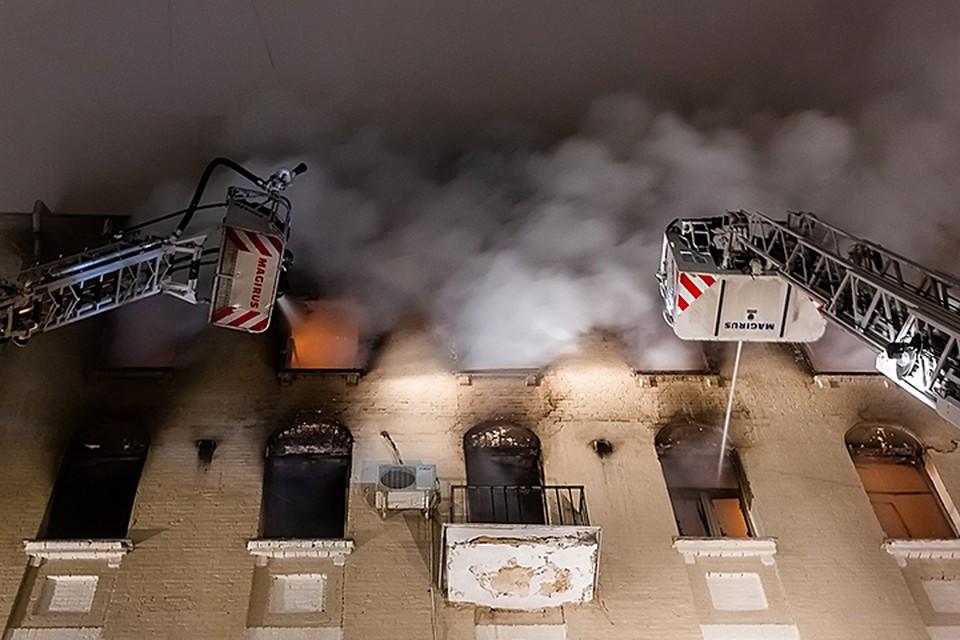 Пожар удалось локализовать в 03:49, а полностью потушить - в 05:10