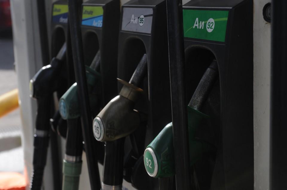 Эксперты назвали регионы России с самым доступным бензином