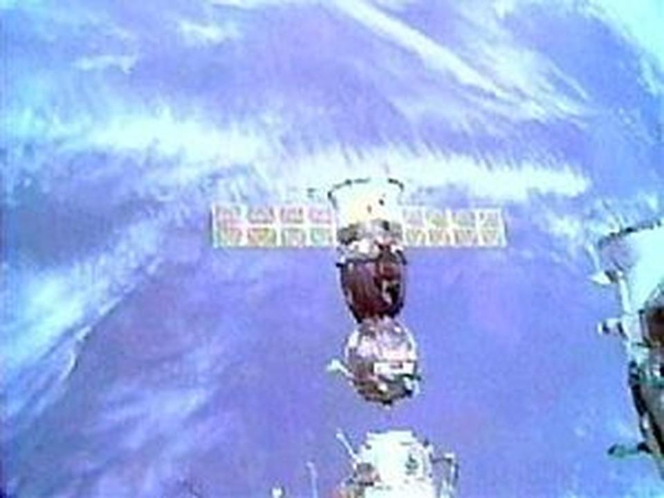 В космосе станет одним спутников больше
