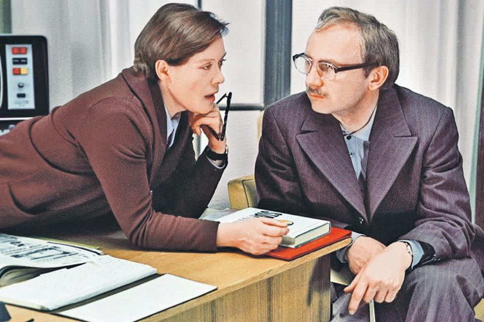 Лучший фильм о страсти и интригах на работе - конечно же, «Служебный роман». Фото: Кадр из фильма