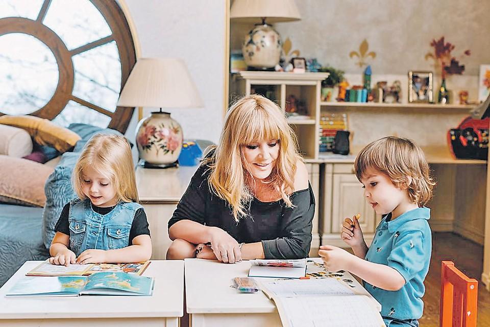 Алла Пугачева завершила карьеру десять лет назад. Сейчас певица увлечена воспитанием своих 5-летних двойняшек Гарри и Лизы. Фото: instagram.com/alla_orfey