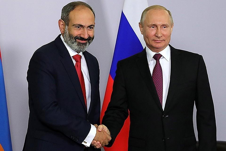 Президент РФ Владимир Путин (справа) и премьер-министр Армении Никол Пашинян. Фото: Михаил Климентьев/ТАСС