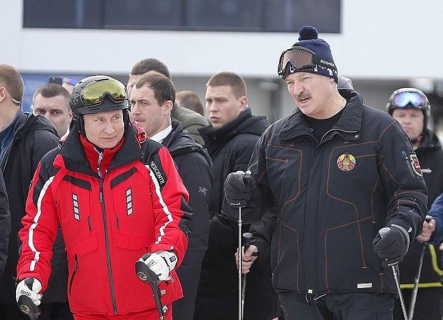 ee5f5773 Лукашенко предпочитает лыжный костюм японской фирмы Descente, маску  немецкой фирмы Bogner и шапочку белорусского производства