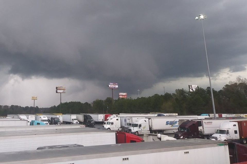 Торнадо в Алабаме: число жертв возросло до 22