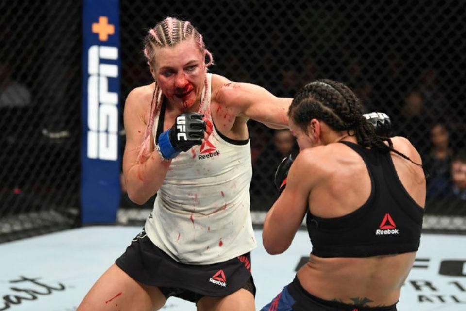 Яна Куницкая выиграла бой по очкам, но ее лицо превратилось в кровавую маску. Фото: www.instagram.com/ufc/