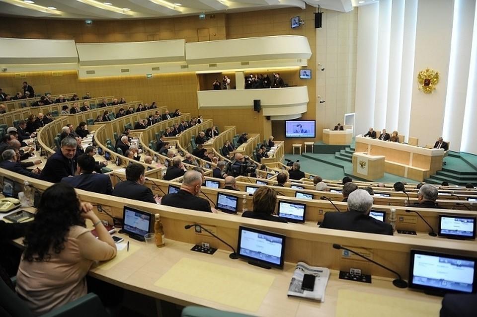 Совет Федерации, одобрив законы о неуважении к власти и запрете фейковых новостей, взялся популярно разъяснить - для чего нам дана свобода
