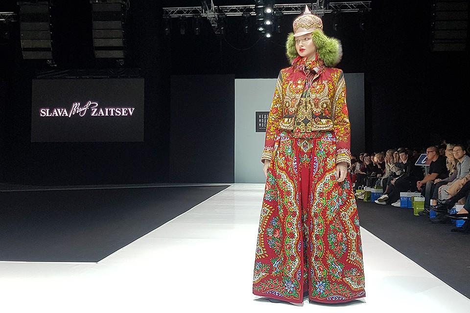 Модель во время показа новой коллекции Славы Зайцева.