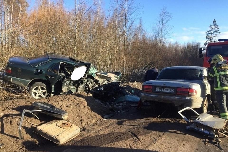 На трассе Петергоф-Кейкино произошло смертельное столкновение. Фото: vk.com/spb_today