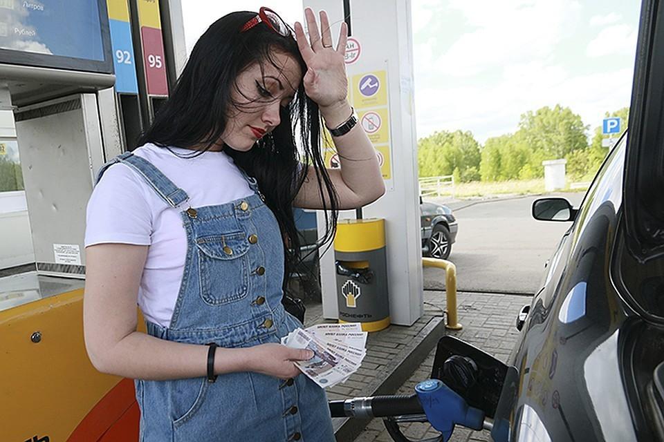 С конца декабря по середину марта, по оценке Росстата, несмотря на повышение НДС, бензин подорожал в среднем на 0,5%