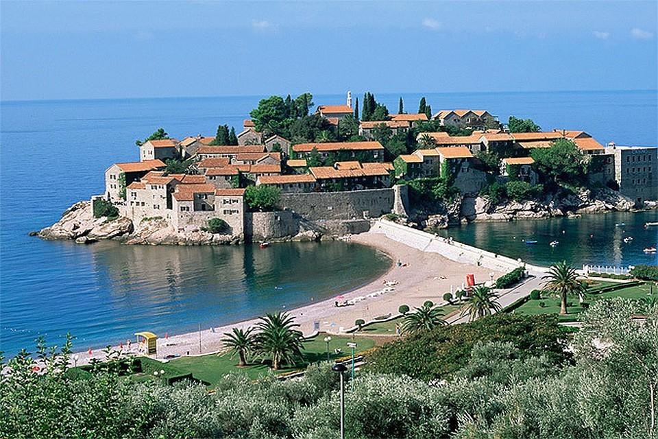 В обычное время граждане РФ могут находиться на территории Черногории без визы в течение 30 дней при наличии действительного загранпаспорта.
