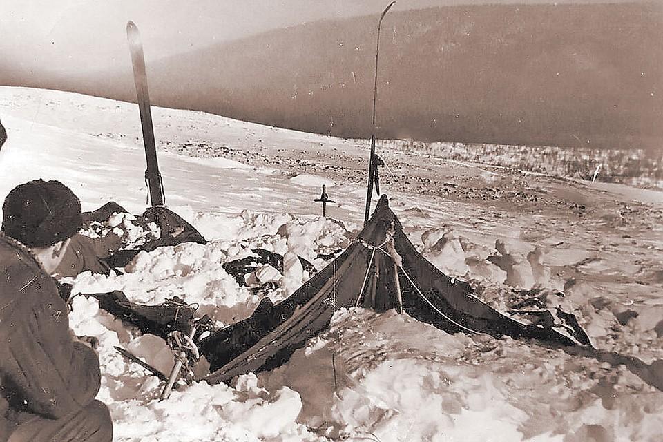 Собственно, все версии базируются на главной загадке – почему туристы экстренно покинули палатку. Фонд памяти группы Дятлова