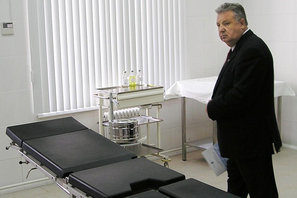 Октябрь 2004 года, Хабаровск. Губернатор Виктор Ишаев во время открытия нового радиологического корпуса Онкологического центра. Фото ИТАР-ТАСС/ Юрий Золотарев