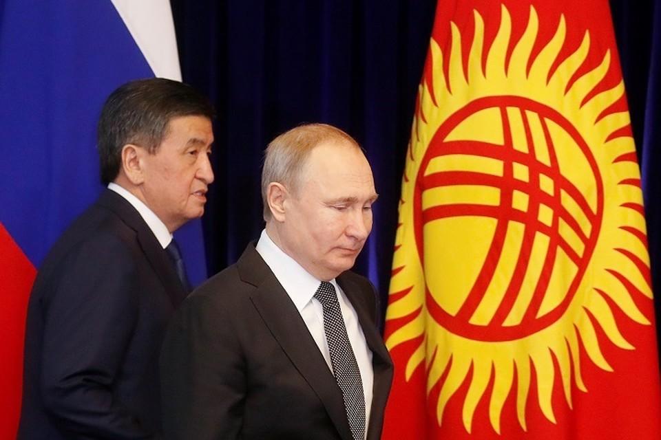Президент РФ Владимир Путин и киргизский лидер Сооронбай Жээнбек