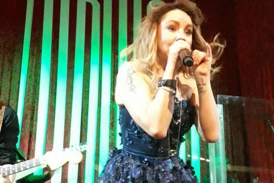 На концерте певица и впрямь выглядела уставшей и помятой. Фото: Алия Кулуева