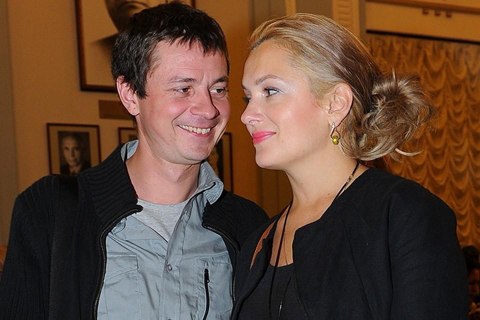 Актеры прожили в браке 17 лет и стали родителями трех дочерей
