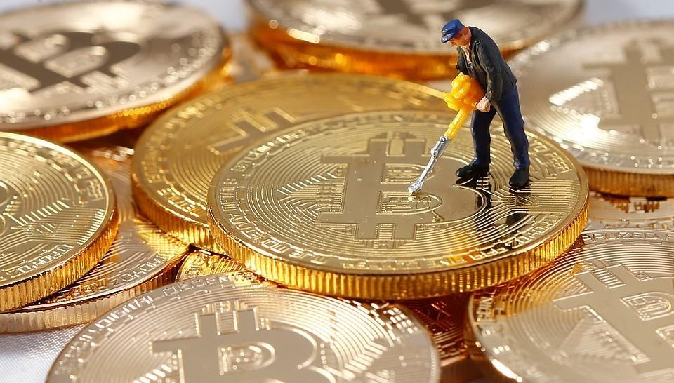 Эксперт уверены, что средства из страны стали выводить с помощью криптовалют