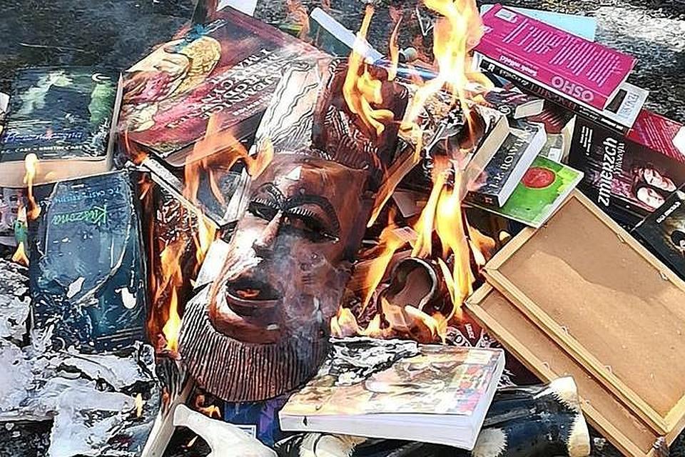 В Польше священники сожгли книги о Гарри Поттере и не только ...