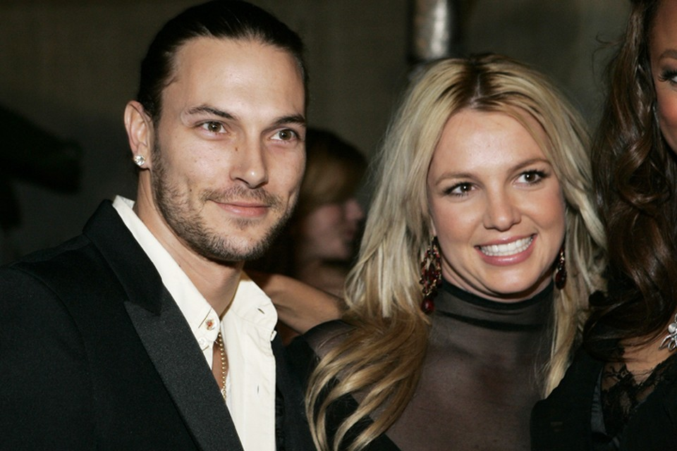 Бритни Спирс и Кевин Федерлайн были женаты с 2004 по 2006 годы.