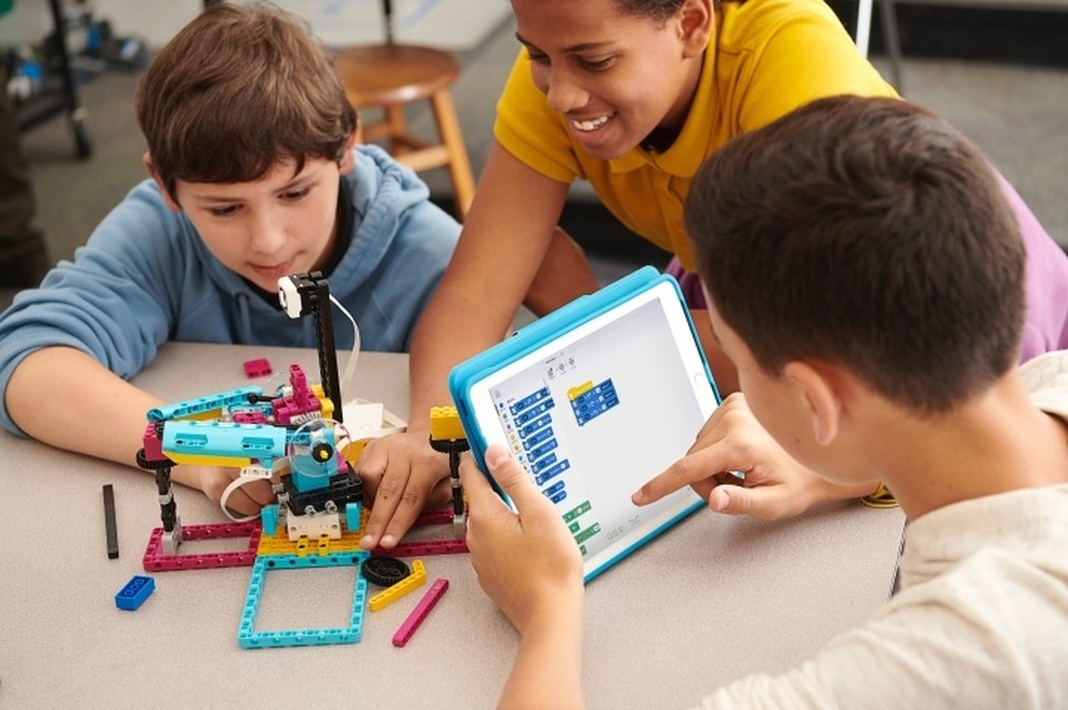 Программировать с LEGO может каждый. Фото: LEGO.
