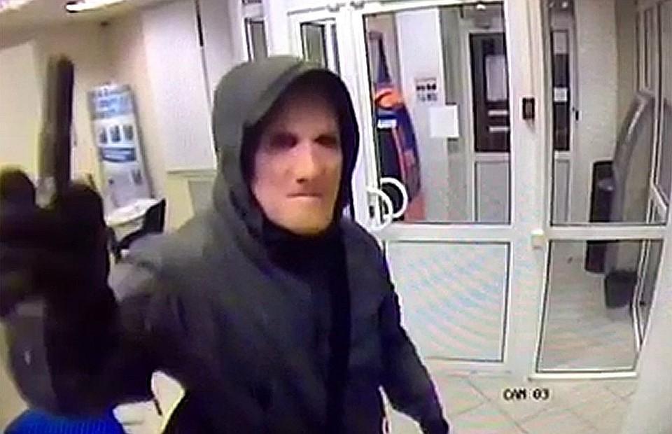 Сотрудники банка считают, что за маской скрывался Виктор Самсонов