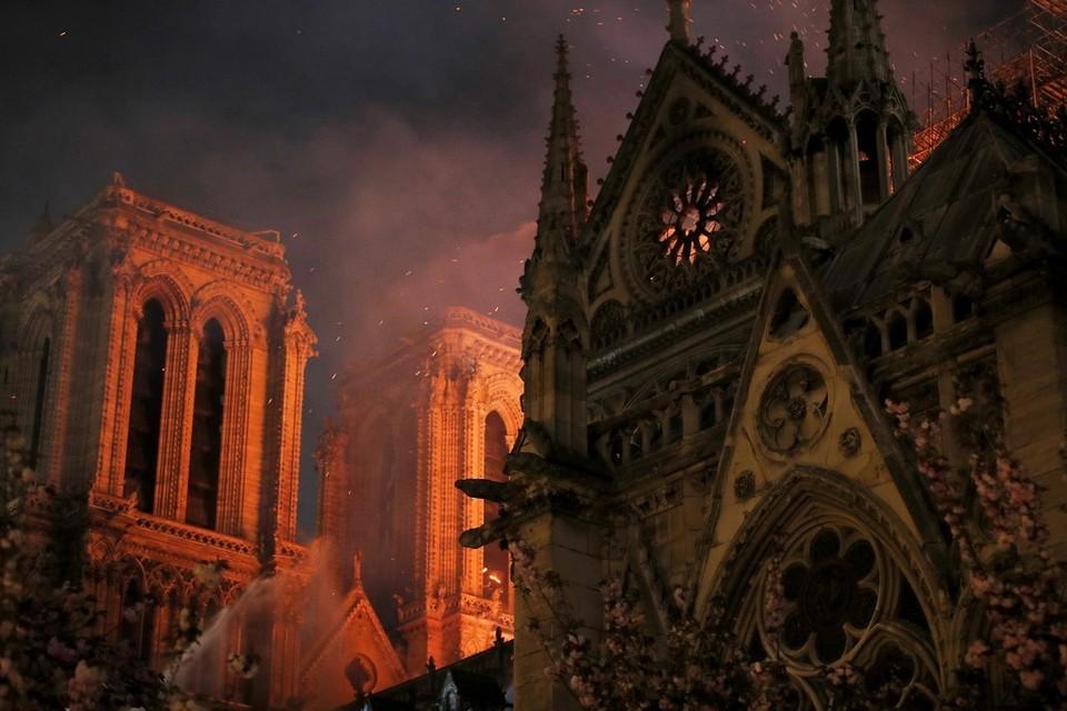 Пожар в Соборе Парижской Богоматери вспыхнул через пять минут после того, как церковь закрыли для посетителей