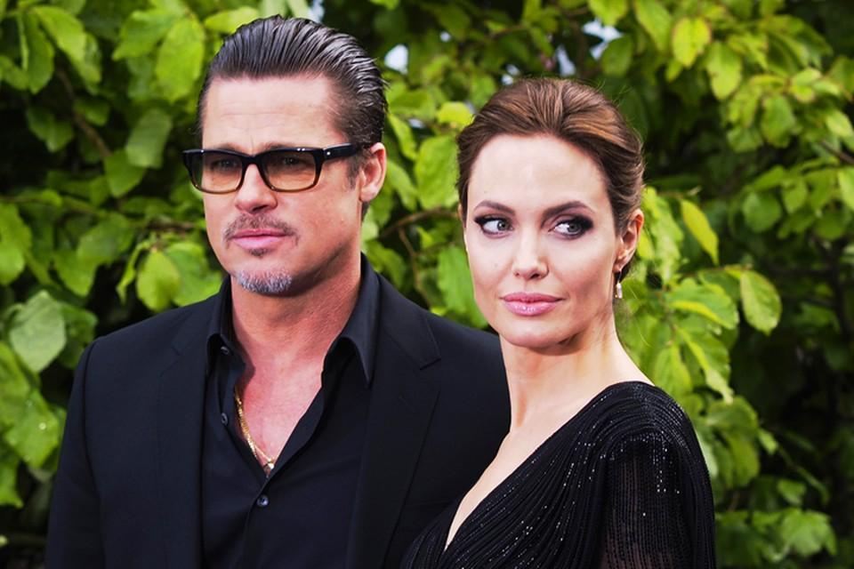 Анджелина Джоли официально расторгла брак с Брэдом Питтом и избавилась от его фамилии.