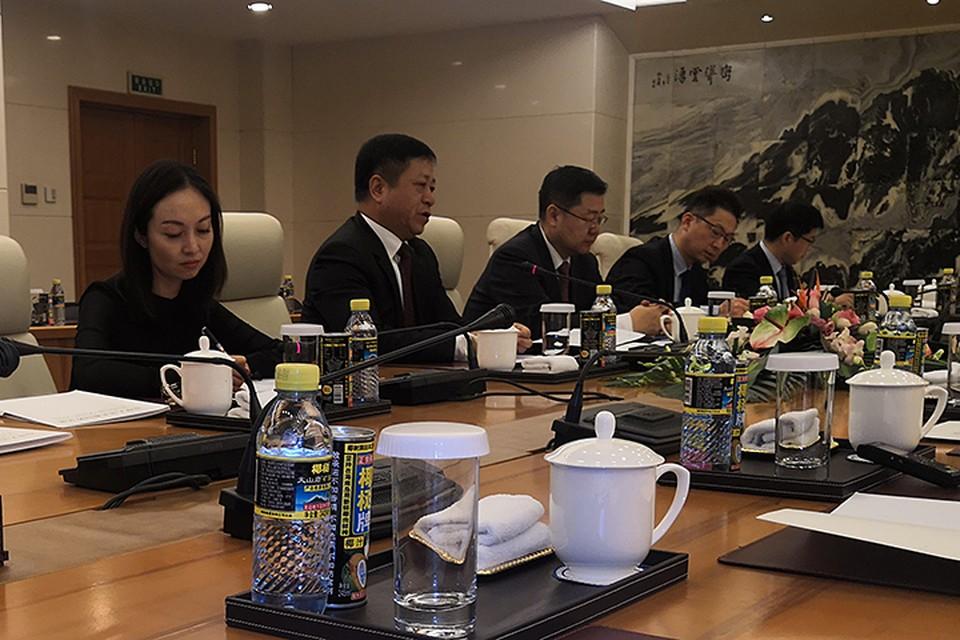 Группу российских журналистов принял в китайской столице заместитель министра иностранных дел Китая Чжан Ханьхуэй