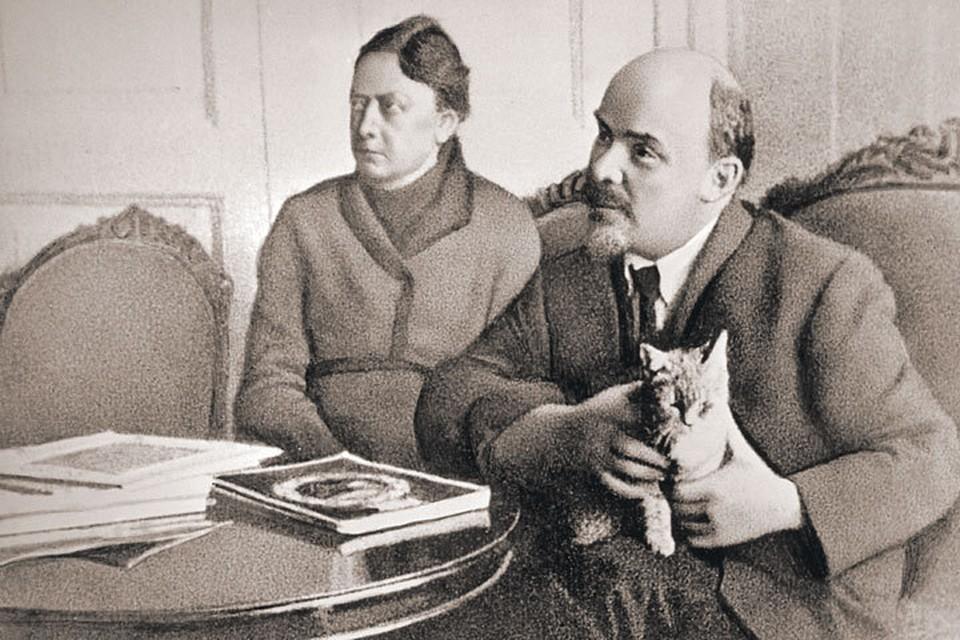 Владимир Ильич Ленин и Надежда Константиновна Крупская в Горках. 1 января 1922 г.