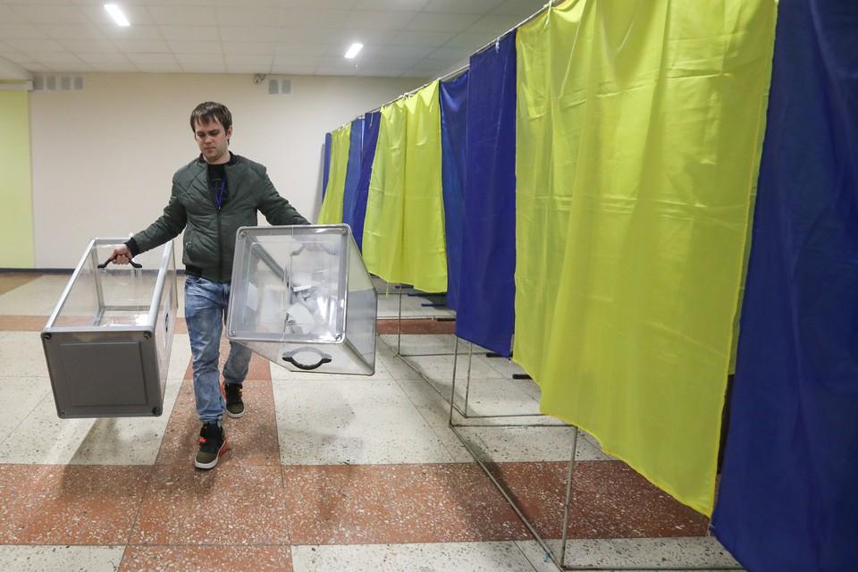 Закрылись последние избирательные участки для голосования на втором туре выборов президента Украины