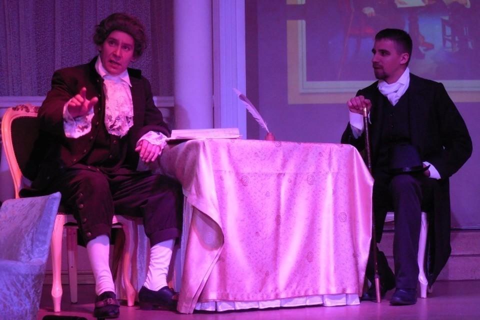 Благодаря актерам драмтеатра Олегу Яковенко (Кант) и Андрею Вареницыну (Карамзин) теперь можно увидеть встречу двух исторических личностей, которая состоялась в июне 1789-го.