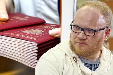 Олег Кашин о паспортах для Донбасса: Русские получили родину. Почти